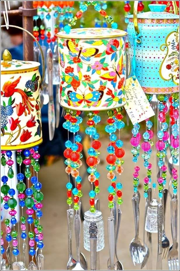 Verwenden Sie einen kleinen Lampenschirm und reihen Sie das Glockenspiel an den oberen Rand der Lampe.   – Wind Chimes Ideas
