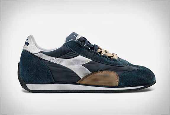 DIADORA HERITAGE EQUIPE  Diadora´s Heritage collection brings back the style of the 70s through special washing techniques and the choice of materials used...