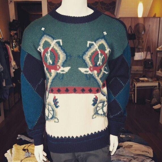 Xmas in July vintage jumper #xmasinjuly #Christmas #Christmasinjuly #julyjumper #jumper #jersey #knit  #knitted #knittedjumper #best #greenandred #fun #nerd #nerdsarecool