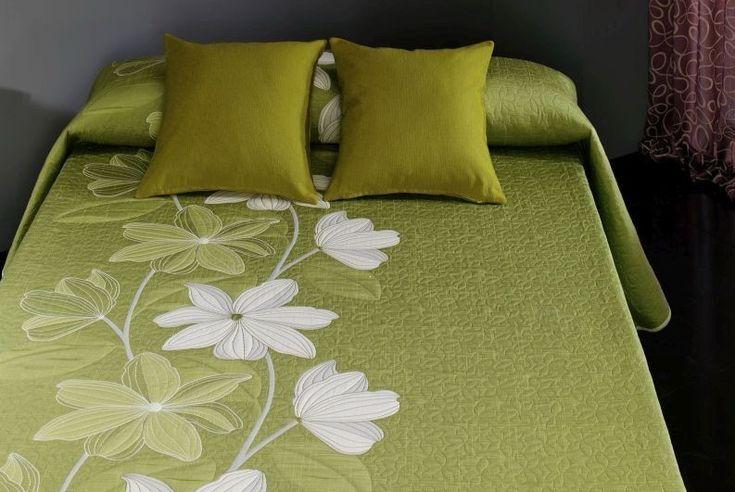 Cuvertură de pat double reversibilă Deluxe Reig Marti Gantico Vernil RMC04. Preț: 694 Lei (livrare Gratuită).