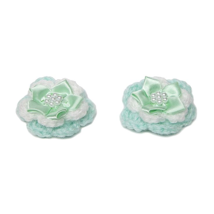Another hit from our crafters! crocheted hair clips in the shade of the season... turquoise. Featuring matching bow and ladylike pearls. £4.00 http://www.classycrafting.com/turquoise-and-white-flower-hair-clips-and-bow/