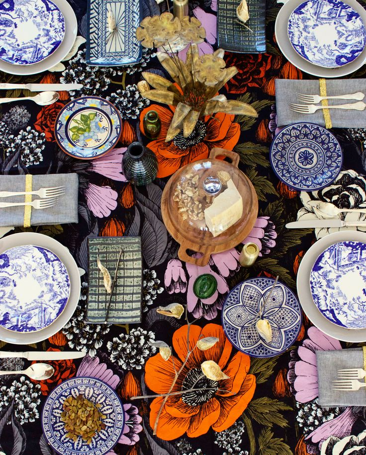 HOLIDAY TABLESCAPE: THE EARTHY MAXIMALIST  #marimekko #eclectic holiday decor table setting stoneware http://thesymmetric.com/