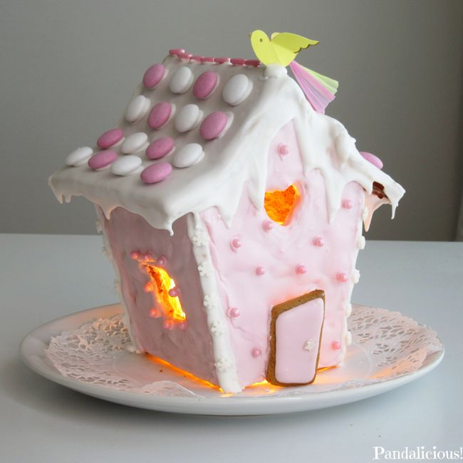 I made a pink gingerbread house  ^^