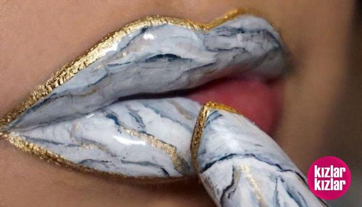 Yeni Makyaj Trendi: İnanılmaz Güzel Ve Etkileyici Mermer Dudaklar 👄💅  Detay: http://kizlarkizlar.com/yeni-makyaj-trendi-inanilmaz-guzel-etkileyici-mermer-dudaklar/