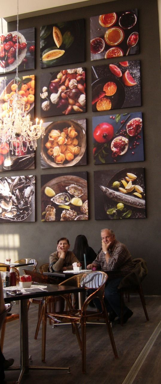 Inviting Restaurant Decor - Local Foods!