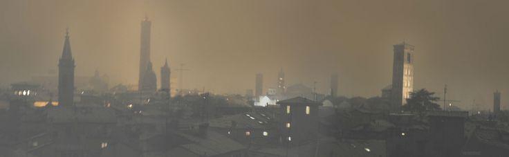 Bologna ,.. snowing night,  with pale light  reflected from  clouds .Bologna di notte sotto la neve, illuminata dalla pallida luce riflessa dalle nubi....  Ph by Lauro Ghedini