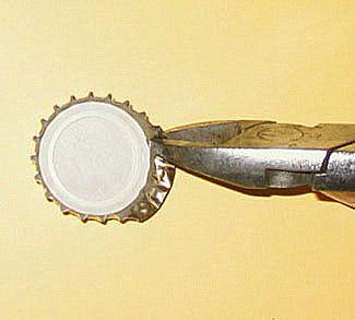 Heute gibt es die Anleitung zu den Bottlecaps. Bottlecaps sind ganz simpel aus dem Englischen übersetzt: Kronkorken. In dieser besonderen Technik werden sie jedoch nicht in ihrer normalen Form verw…