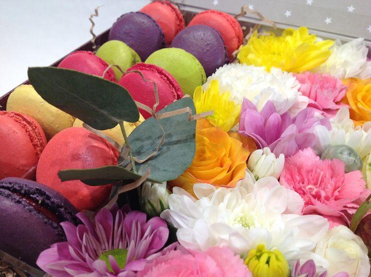 macarons, макаруны, цветы в коробке.