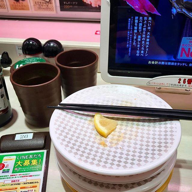 Sushi a jato no Japão  . . poltrona22.com/2017/04/11/sushi-a-jato {link na bio} . . #blogdeviagem #blog #viagem #viagens #dicasdeviagem #viajar #amoviajar #turistando #japao #japan #tóquio #tokyo #shibuya #sushi #sashimi #sushideesteira #blogueiro #blogueirosdeviagens #blogueirosdeviagem #travelblog #wordpressblog #newblog #blogpost #blogger #travel #travelblogger #poltrona22