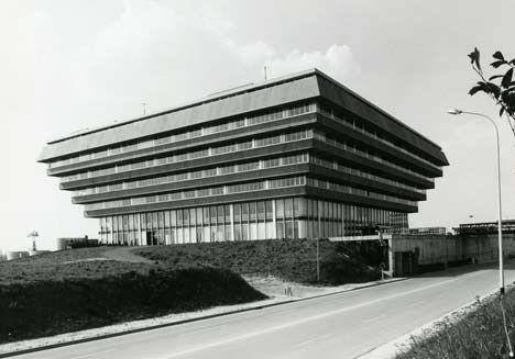 Centre Administratif by Jacques Kalisz