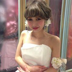 おでこは隠したい!前髪ありでもすっきり可愛い花嫁向けブライダル髪型まとめ|マシマロ