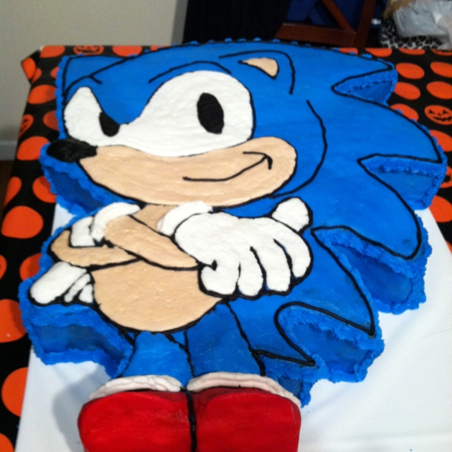 Sonic the hedgehog cake, super easy to do it except for mixing the colors to the right tone but other than that super easy .
