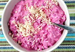 Rödbetssallad. Klassisk sallad med rödbetor till julbord. Recept: http://receptfavoriter.se/recept/roedbetssallad.html