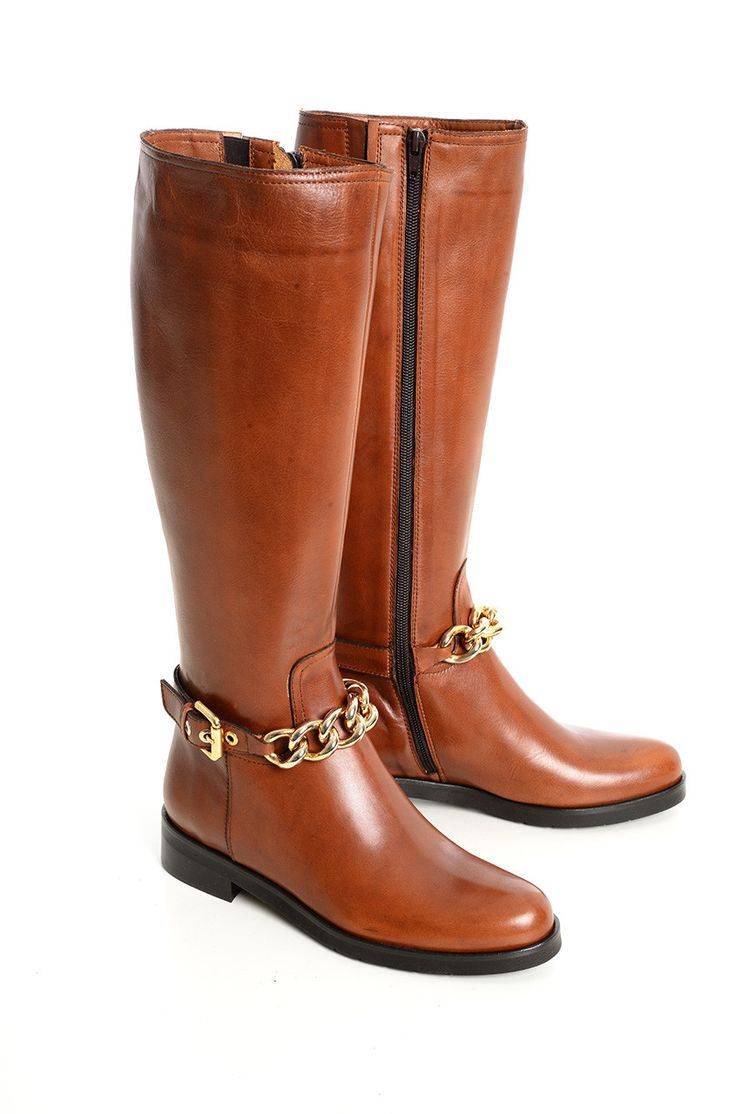 #stivali in pelle liscia alla cavallerizza con  cinturino regolabile con catena gold e fibbia. Euro 158 #diffusionetessile #AI14 #fashion #moda