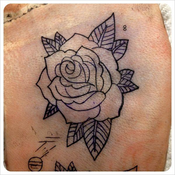 best 25 old school tattoo rose ideas on pinterest rosas old school rosa old school and. Black Bedroom Furniture Sets. Home Design Ideas
