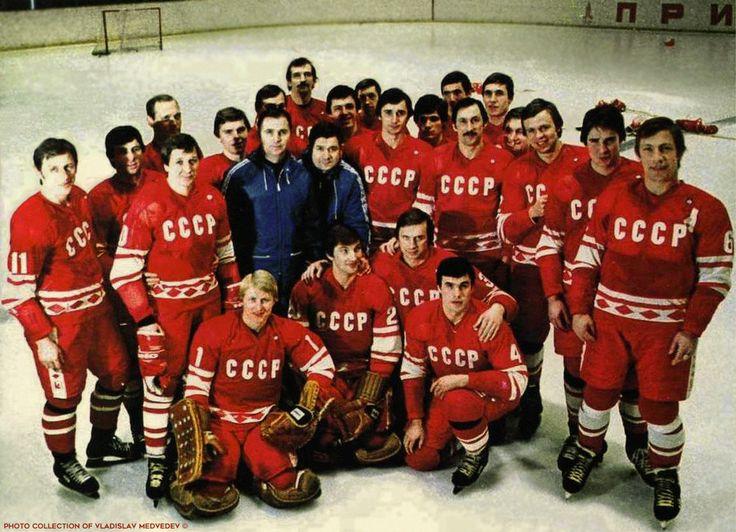 Сборная СССР перед отъездом на олимпиаду в Лейк-Плэсид. 1980 г. #хоккей #icehockey