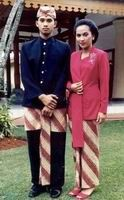 12. Traditional Cloth of West Java Province.   West Java province dominated by ethnic Sundanese traditional clothes kebaya has then used as the National Clothing of Indonesia.