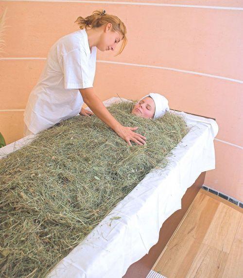 I bagni di fieno dalla tradizione contadina dello Sciliar e dell'Alpe di Siusi