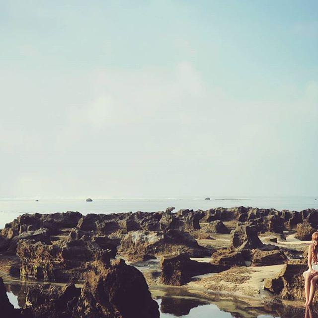 Waiting for you  Tag teman-teman kamu yang diajak liburan disini  Lokasi : Pantai Sayang Heulang, Desa Mancagahar, Kec. Pameungpeuk, Garut Selatan Foto dari @dudygr silahkan kunjungi dan follow  Jangan lupa jagalah kebersihan ketika kamu mengunjungi tempat ini.  Gunakan selalu hastag #garutturunankidul untuk berbagi pesona keindahan Garut Selatan bersama kami.