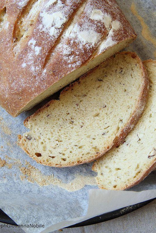Pane con le nocciole