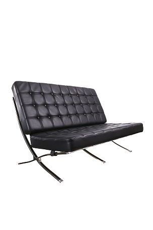 Sohva pellissima-tekonahkaa. Kahden istuttava. Runko metallia. Vaahtomuovipehmuste istuimessa ja selkänojassa. Mitat: leveys 136 cm, syvyys 90 cm, korkeus 86 cm. Rahtipaino 25 kg. <br><br>