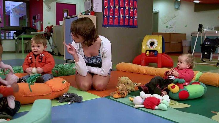 Les enfants de 0 à 18 mois sont sensibles à tout ce qui les entoure. Ils apprennent par les sons, les mots et les gestes. En utilisant les comptines, vous fa...