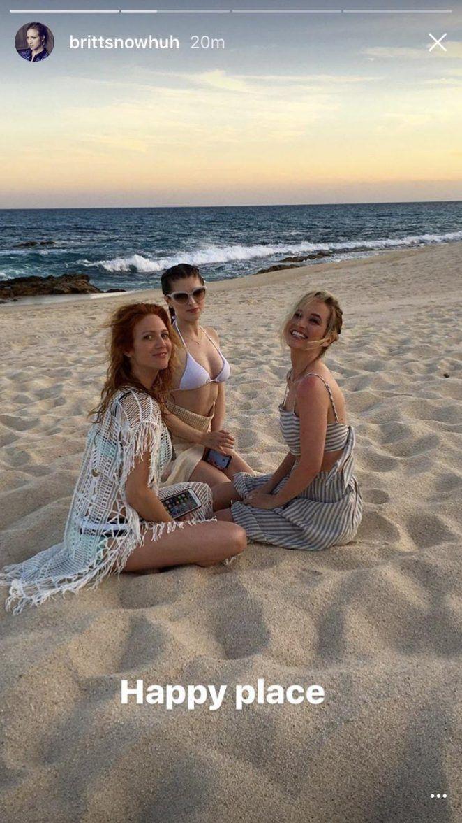 Anna-Kendrick-in-Bikini:-Snapchat-Pics--03-662x1177.jpg (662×1177)