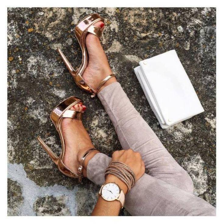 Détails... (via: @fidji_tv) #SanteGirls #SanteWorld SHOP #SALE in stores & online (SKU-91761): www.santeshoes.com
