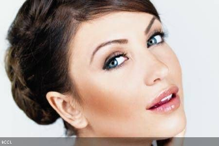 Makeup woes in humid weather - The Times of India