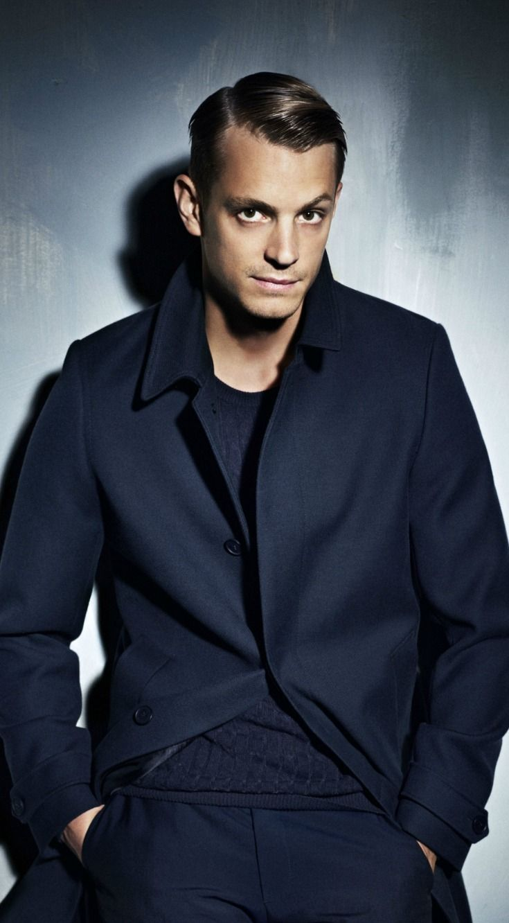 Happy Monday! You know what that means    How about some love for Joel Kinnaman?  You might recognize him from The Killing, House of Cards, or Suicide Squad. Or maybe you know him as the guy who let Will Smith give him a terrible SKWAD tattoo.   He's starring in our latest binge: Altered Carbon. OMG. Brilliantly done so far. I have my fingers crossed it stays as good through the end.  Have you watched it yet? What did you think? (But please don't spoil it for me!!)  #joelkinnaman #mcm