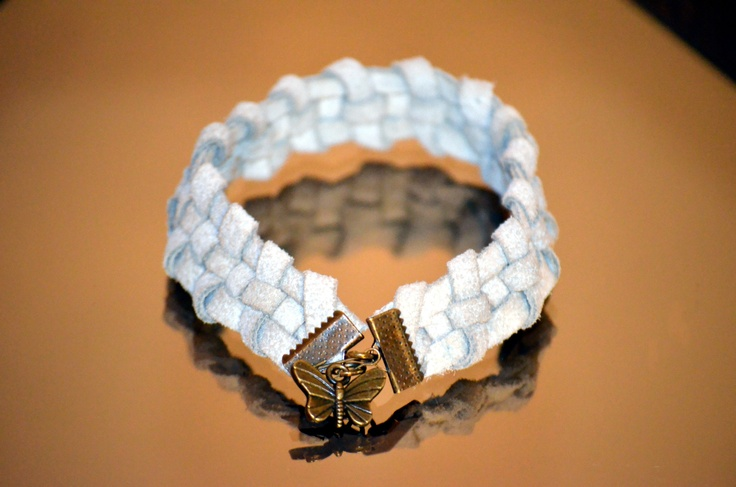 Live the freedom spirit! A leather handmade bracelet, with a little butterfly - a powerfull Feng Shui symbol!