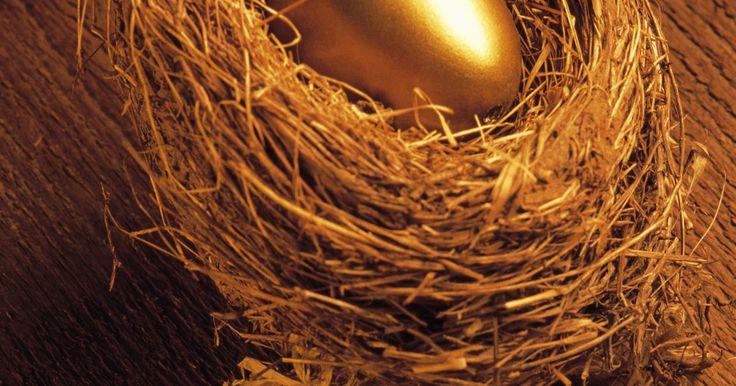 Como enrolar o arame para fazer um ninho de passarinho para decoração. Joias e peças de decoração com detalhes em ninho de passarinho de arame estão na moda. O projeto para para se fazer um desses ninhos é simples, só o que você precisa fazer é enrolar o arame ao redor de um aro circular, e pode ser completado até mesmo por um iniciante. Não importa se você tem experiência com projetos de artesanato em arame ou não, ...