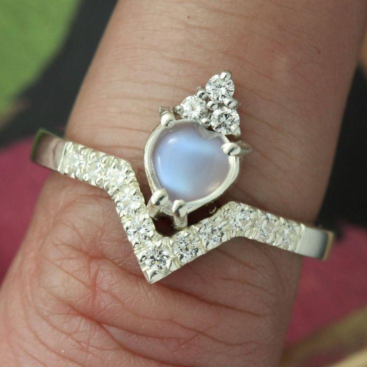 best 20 diamond claddagh ring ideas on pinterest. Black Bedroom Furniture Sets. Home Design Ideas