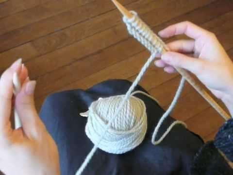 Troisième vidéo de cours de tricot : le point mousse. Cours proposé par Mille Milliers de Mailles ( http://millemilliersdemailles.fr ).