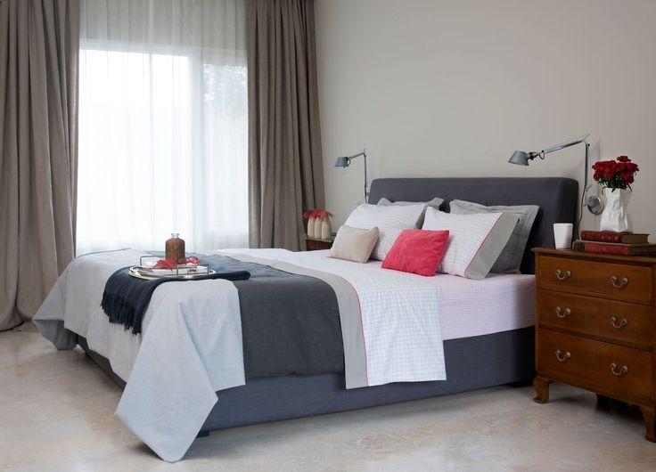 LIAM. Una línea para subrayar: Tejidas en 180 hilos de puro algodón, las sábanas de arriba tienen un vivo de color que contrasta con los motivos delicados de la tela, componiendo un dibujo sin estridencias.