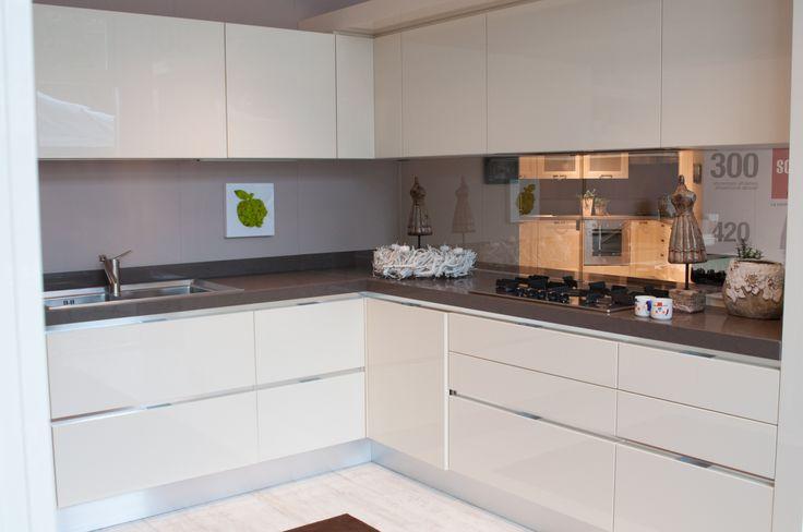 cucina moderna scavolini - composizione ad angolo bianca | home ... - Cucine Bianche E Grigie Scavolini