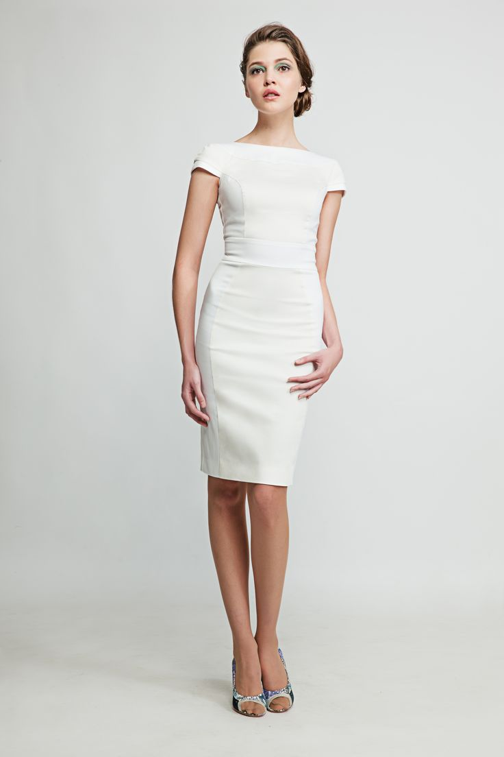 This open back white pencil dress makes you feel like a star whether you're at a meeting in your office or having a coffee by the Seine. www.marimofashion.co