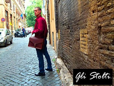 """Borsa in cuoio lavorata e cucita a mano """"F4"""". Gli Stolti Original Design. Handmade in Italy.  http://gli-stolti.blogspot.it/2013/11/gli-stolti-uomo.html  #moda #artigianato #design #madeinitaly #shopping #roma #borse"""