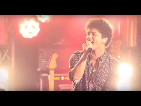 Bruno Mars - Locked out of Heaven [Live in Paris]