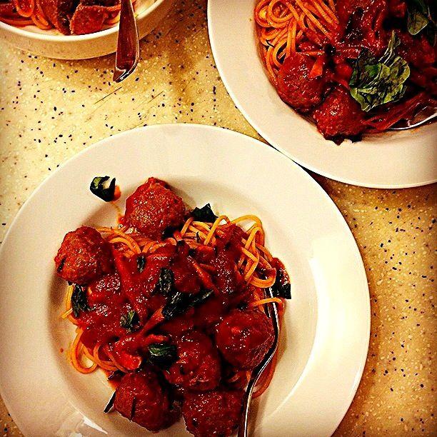 ご飯を作って、一緒に食べて、笑顔で話ができたら他に何もいらないのにな しばらくお休みします - 191件のもぐもぐ - 牛蒡とトマトのミートボールスパゲティ Spaghetti w/ burdocks n meatballs by Yuka Nakata