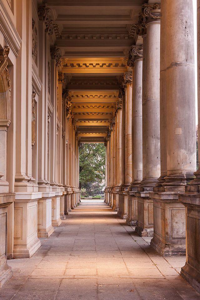 The King's colonnades at the entrance of Heinrich-von-Kleist-Park in Schöneberg, Berlin.Photo: