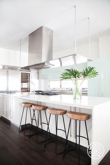 "9 Tips to Revamp your Kitchen without a Renovation - When all else fails, remember that any space with zero clutter <a href=""https://www.homepolish.com/mag/the-beach-house-part-two"" target=""_blank"">feels zen</a>! - @Homepolish New York City"