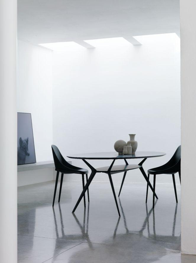 Elle chair & Biplane table Black on Black