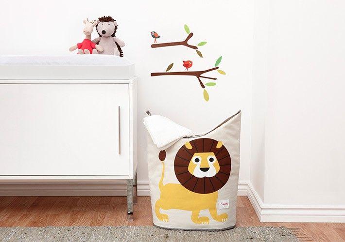 Cesto de tela con un león estampado al que se le puede dar una amplia variedad de usos como guardar la ropa para lavar, almacenaje de juguetes o incluso papelera de gran tamaño - Minimoi