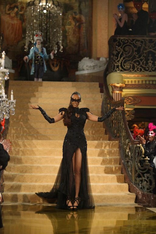 Tyra Banks' Show 'America's Next Top Model' Premiere; Harvard Grad's Model Competition Features Guys and Girls! [VIDEO]    http://www.beautyworldnews.com/articles/4985/20130802/tyra-banks-show-america-s-next-top-model-premiere-harvard-grads-model-competition-features-guys-and-girls-video.htm