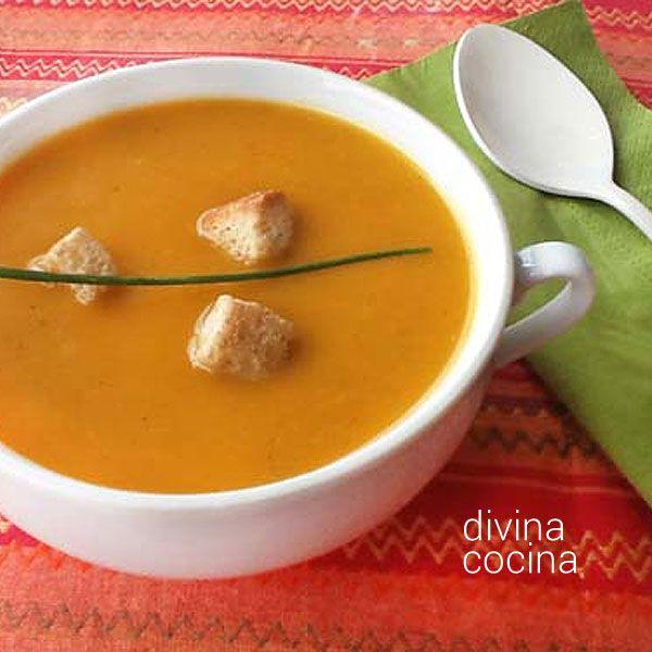 Puedes servir también esta crema de verduras y legumbres como una sopa, y servirla sin pasarla por la batidora. Resulta un guiso vegetariano sabroso y consistente.