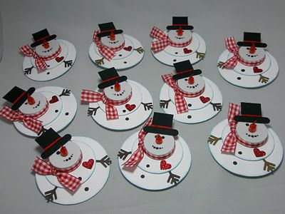 Paper Vernissage: The Christmas Elf Strikes Again ... diy snowmen (paper) with LED tea light noses