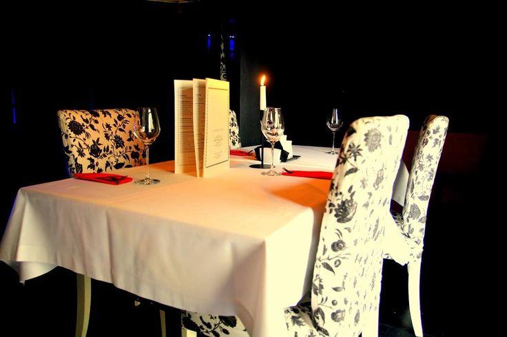 Nocna restauracja Warszawa to wspaniałe miejsce na romantyczną kolację czy też zwykły wykwintny posiłek.