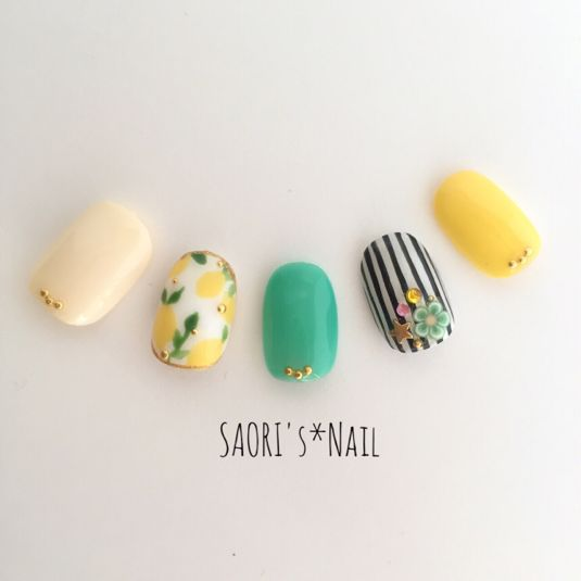 Resale 6! [Postage] lemon × stripe ♡ nail chip