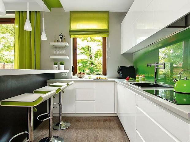 Ściany w kuchni nad blatem: co zamiast płytek? [przegląd materiałów, ceny!]